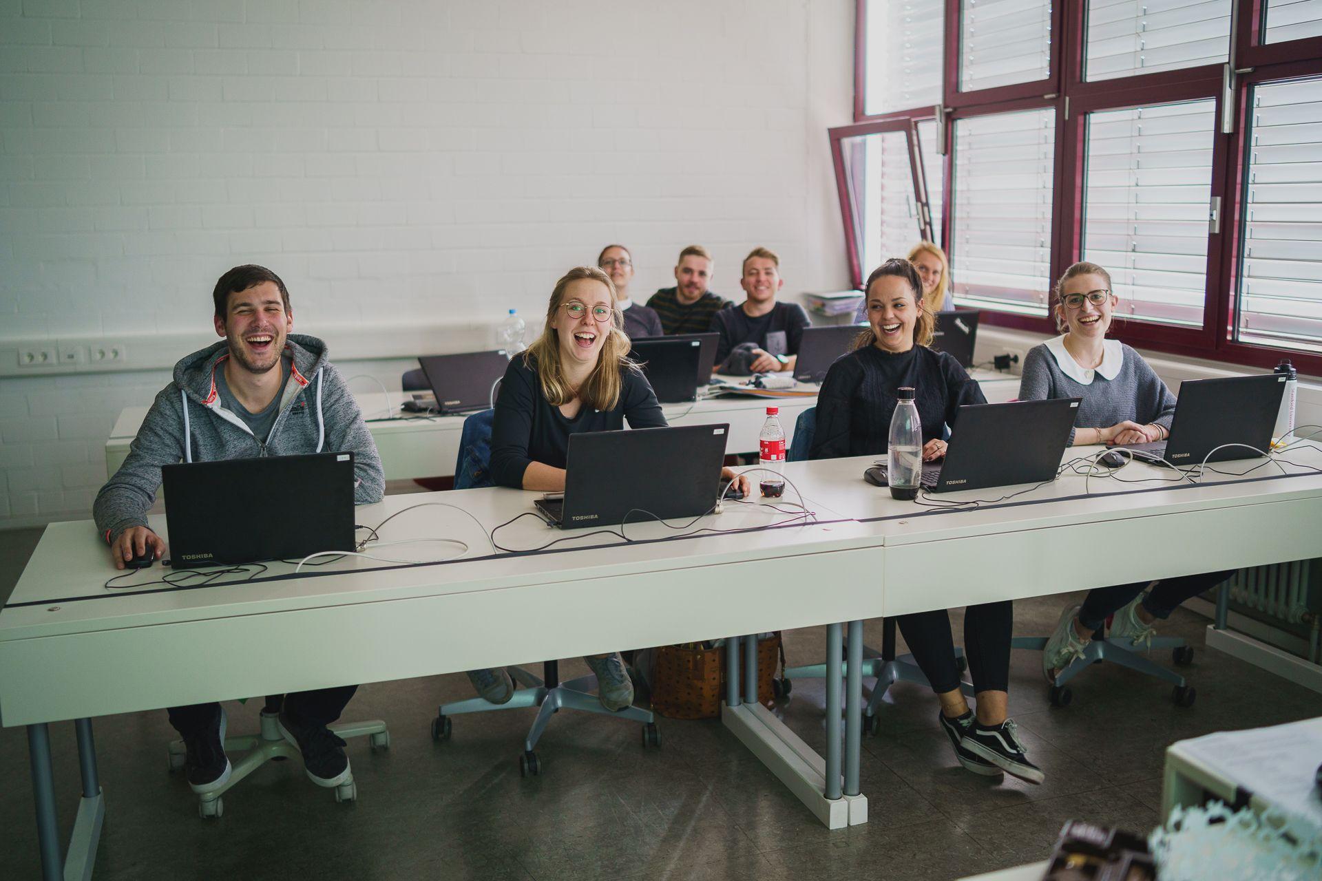 Schüler im eagleControl-Workshop an der Hotelfachschule Heidelberg