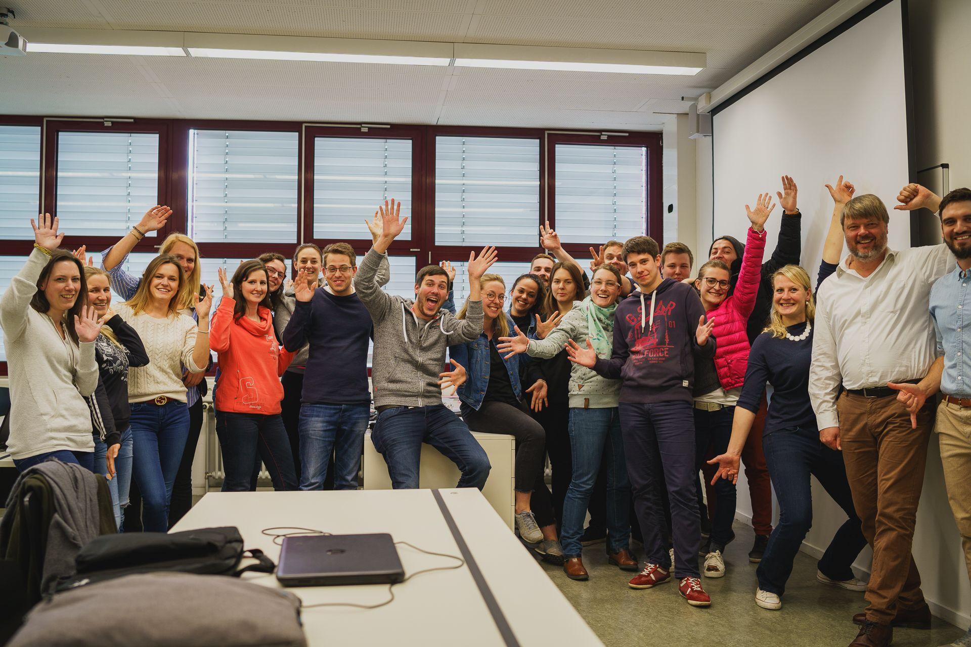 Schülergruppe im eagleControl-Workshop an der Hotelfachschule Heidelberg mit Ralf Hein